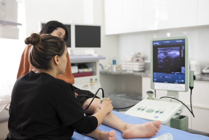 What are some criteria for finding a reputable varicose vein doctor near me in Manhattan? A highly-esteemed vein clinic talks about the 6 most important characteristics of a good vein doctor.